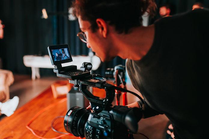 Dlaczego warto wybrać profesjonalistów do wykonania filmu promocyjnego