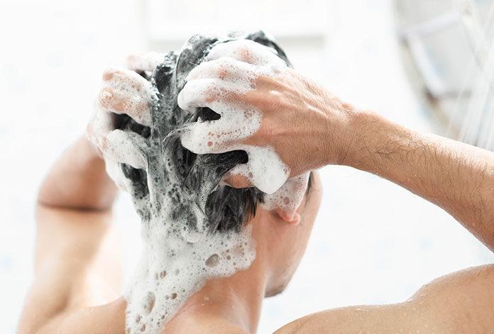 Jaki szampon nawilży włosy