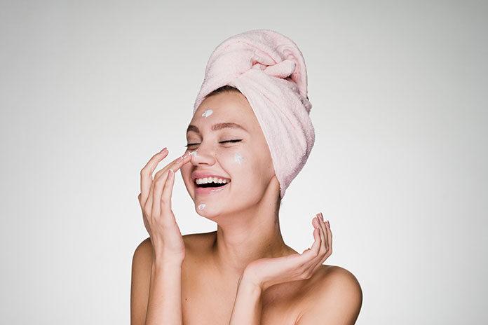 Pielęgnacja twarzy krok po kroku: wybieramy zestaw kosmetyków